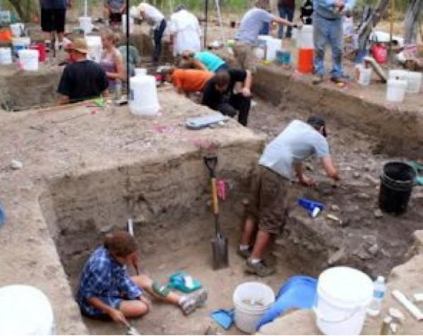 Volunteers working with the Texas Archaeological Society